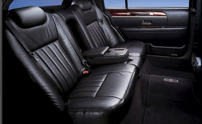 Lincoln-Town-Car-Black-2009-4-passenger-int1