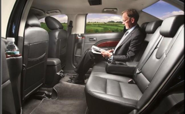 Lincoln-Town-Car-Black-2009-4-passenger-int3